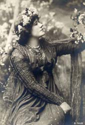 ellen_terry_as_guinevere_costume_by_burne-jones